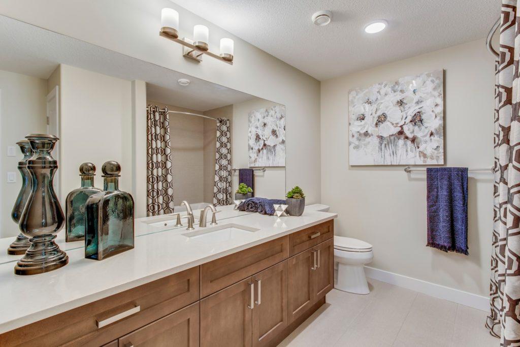 Main Bathroom - 105 Rybury Court - Estates of Salisbury Village